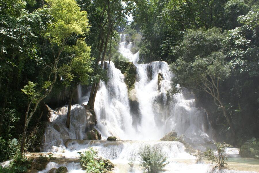 Une photo d'une cascade du Laos.