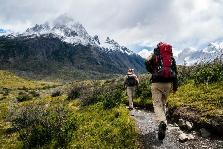 Deux randonneurs lors d'un des treks en montagne