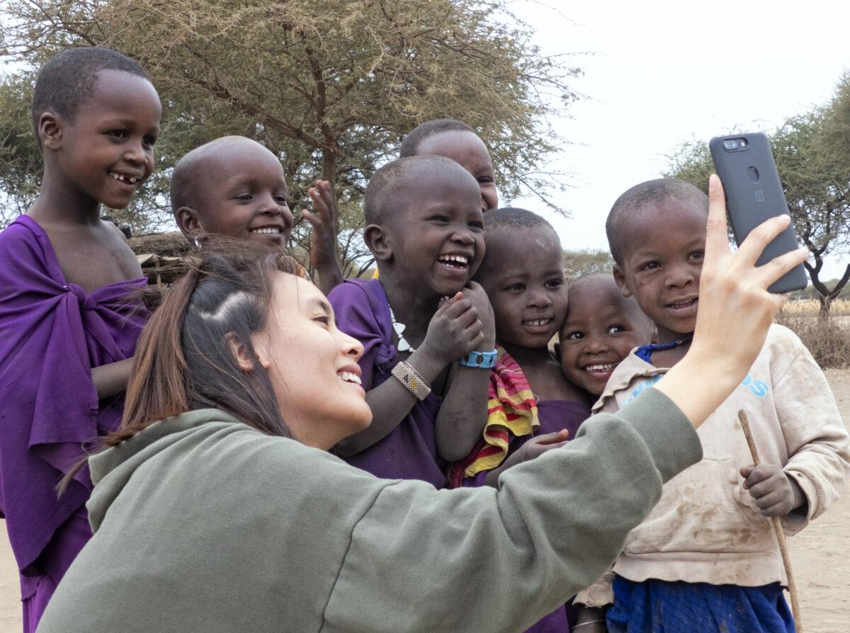 Des enfants avec Aline