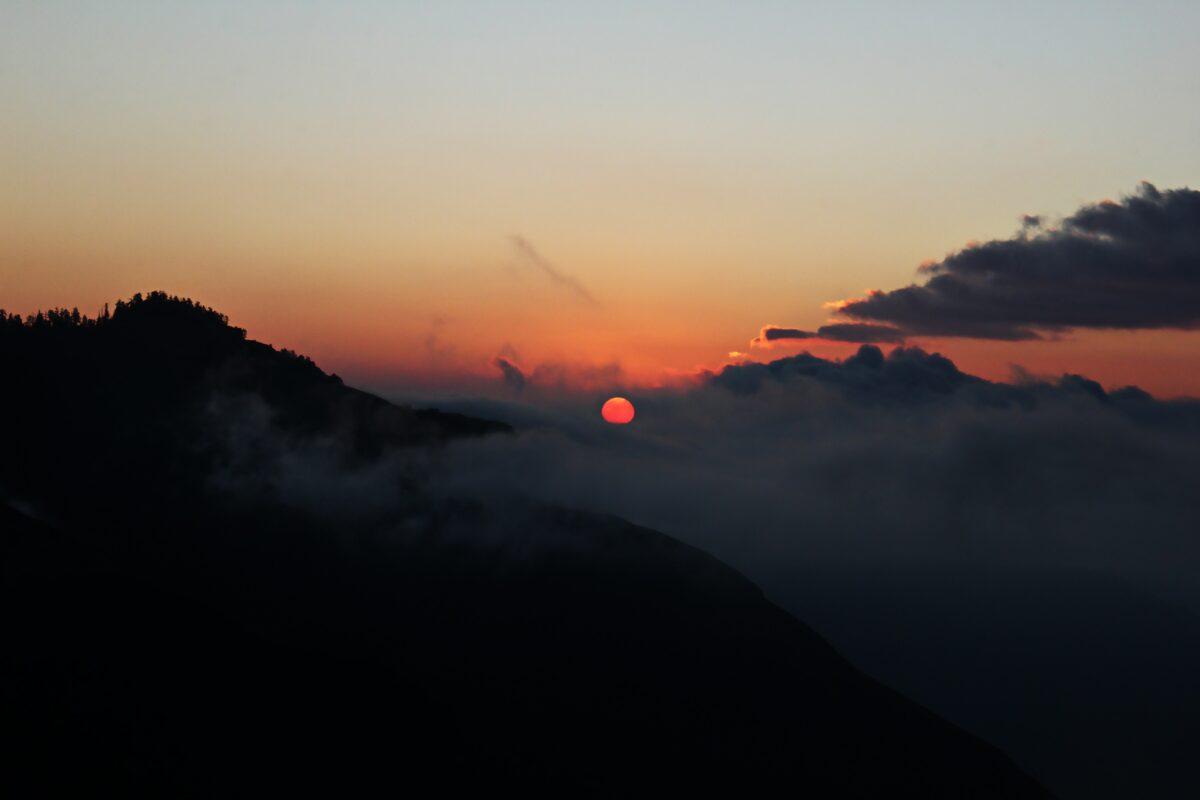 Un coucher du soleil au Ghorepani Poon près de Pokhara