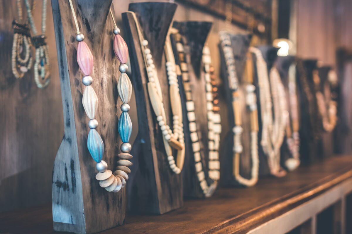 Un mur assorti de bijoux à Bali