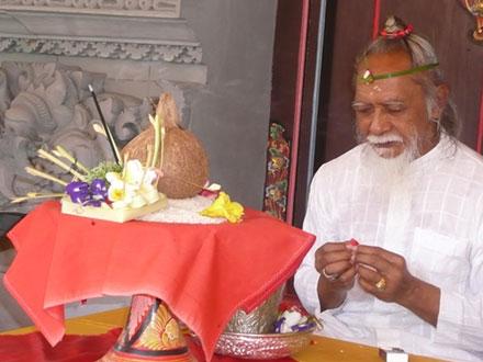 Un guérisseur traditionnel de Bali