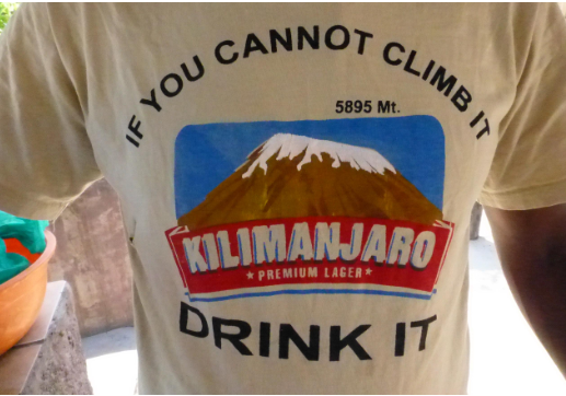 Un tee-shirt avec inscription de Tanzanie
