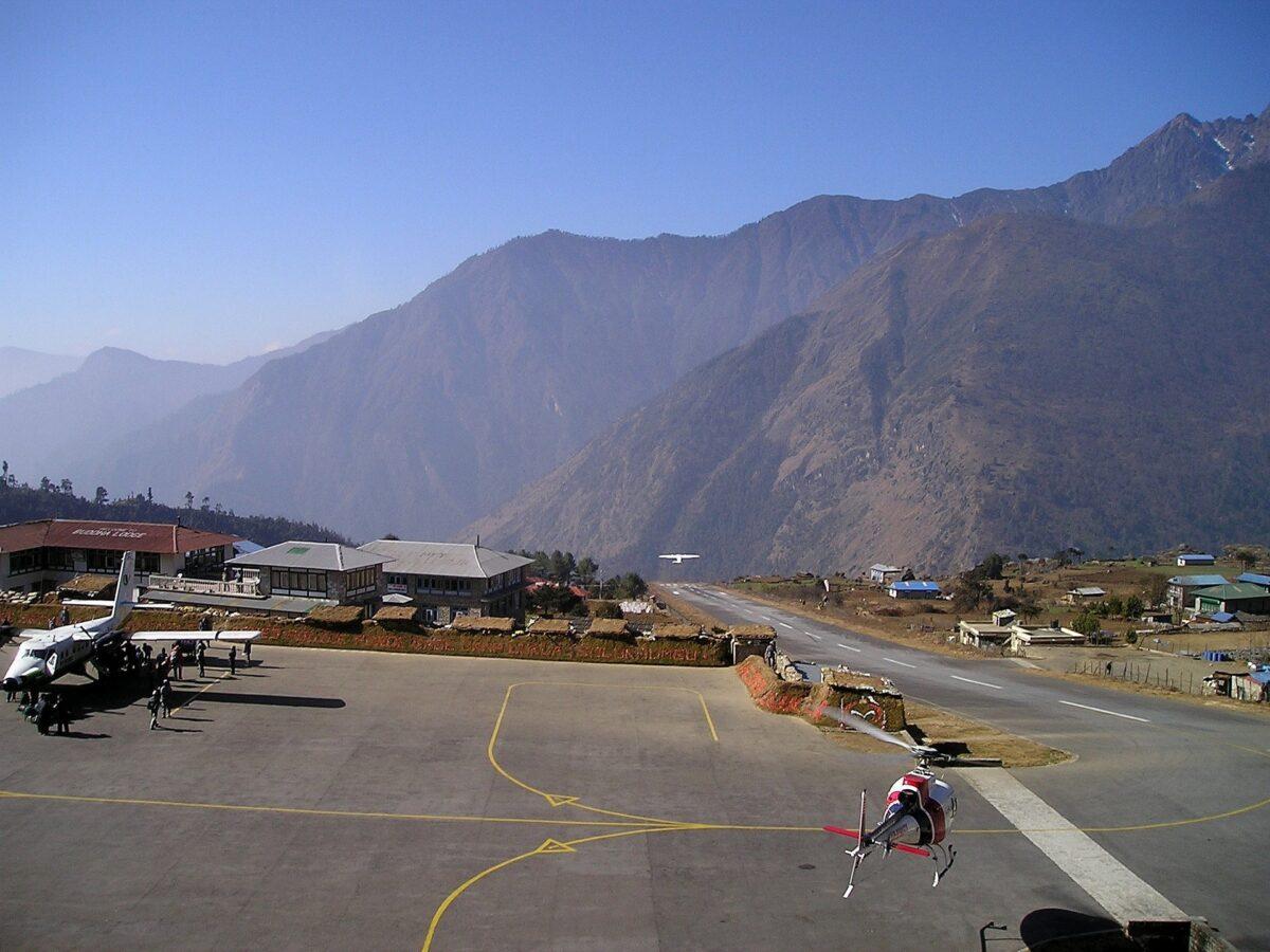 L'aéroport de Lukla pour voler au-dessus du Mont Everest