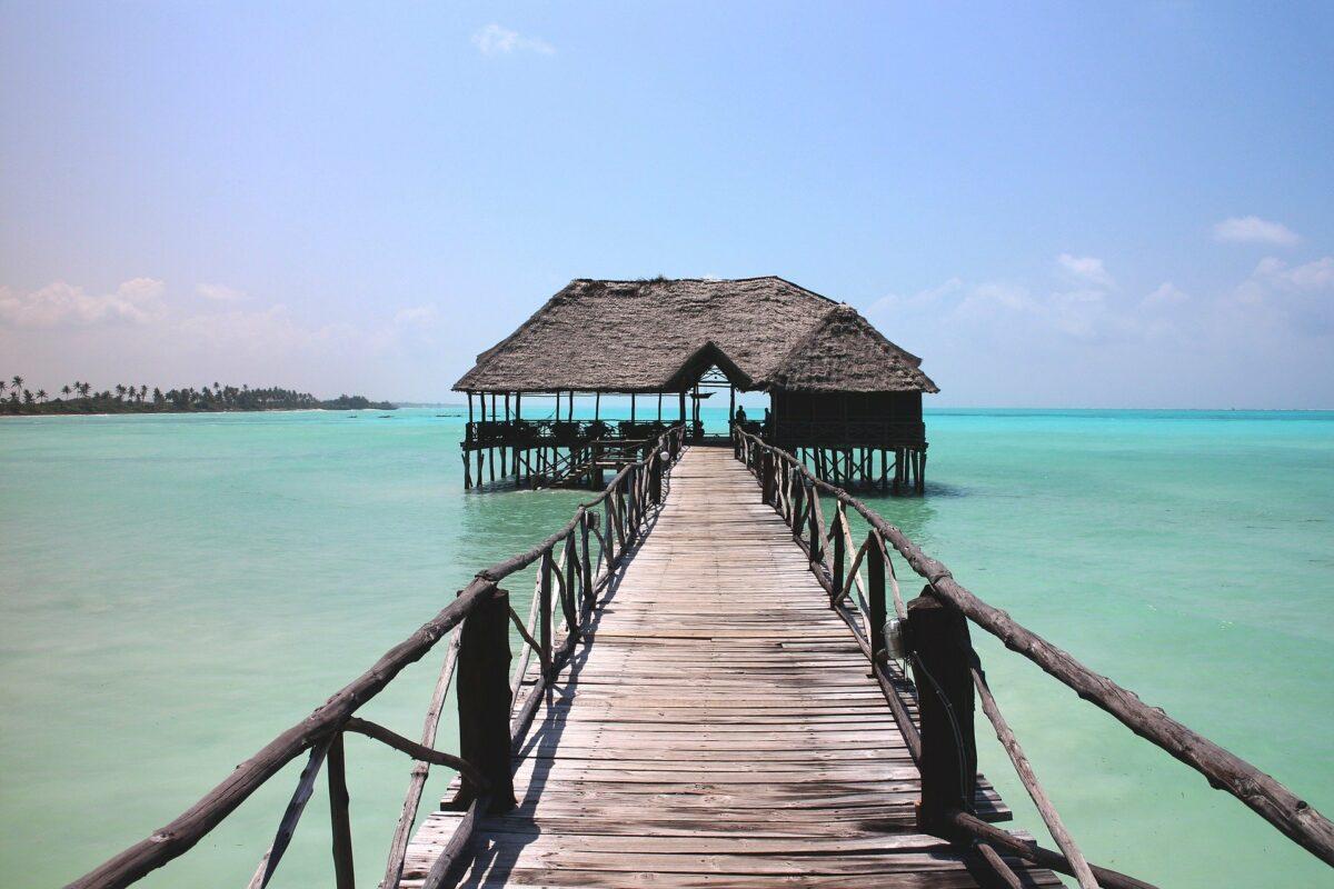 Une cabane au bord de la mer à Zanzibar