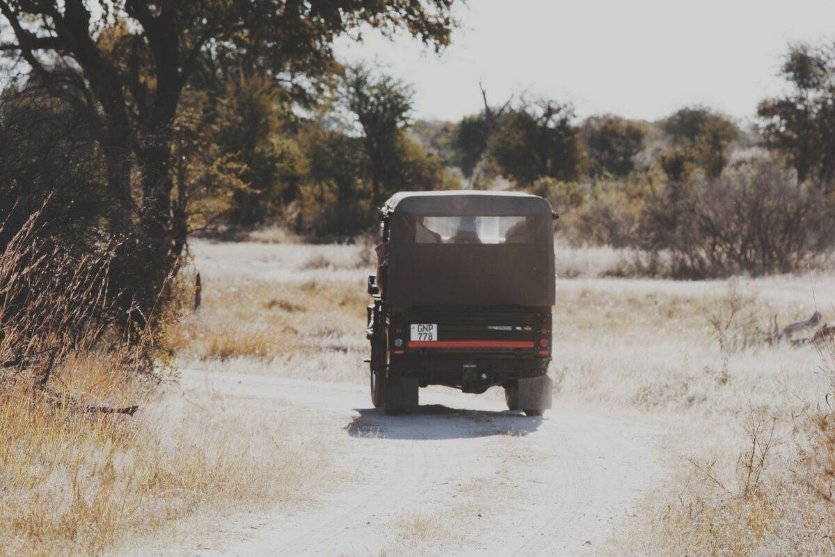 Une jeep lors d'un safari au cratère de Ngorongoro