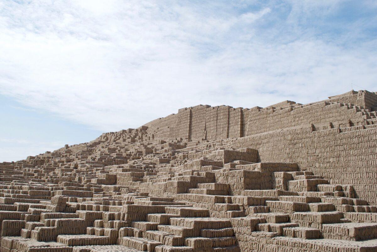 Une pyramide d'argile à Lima