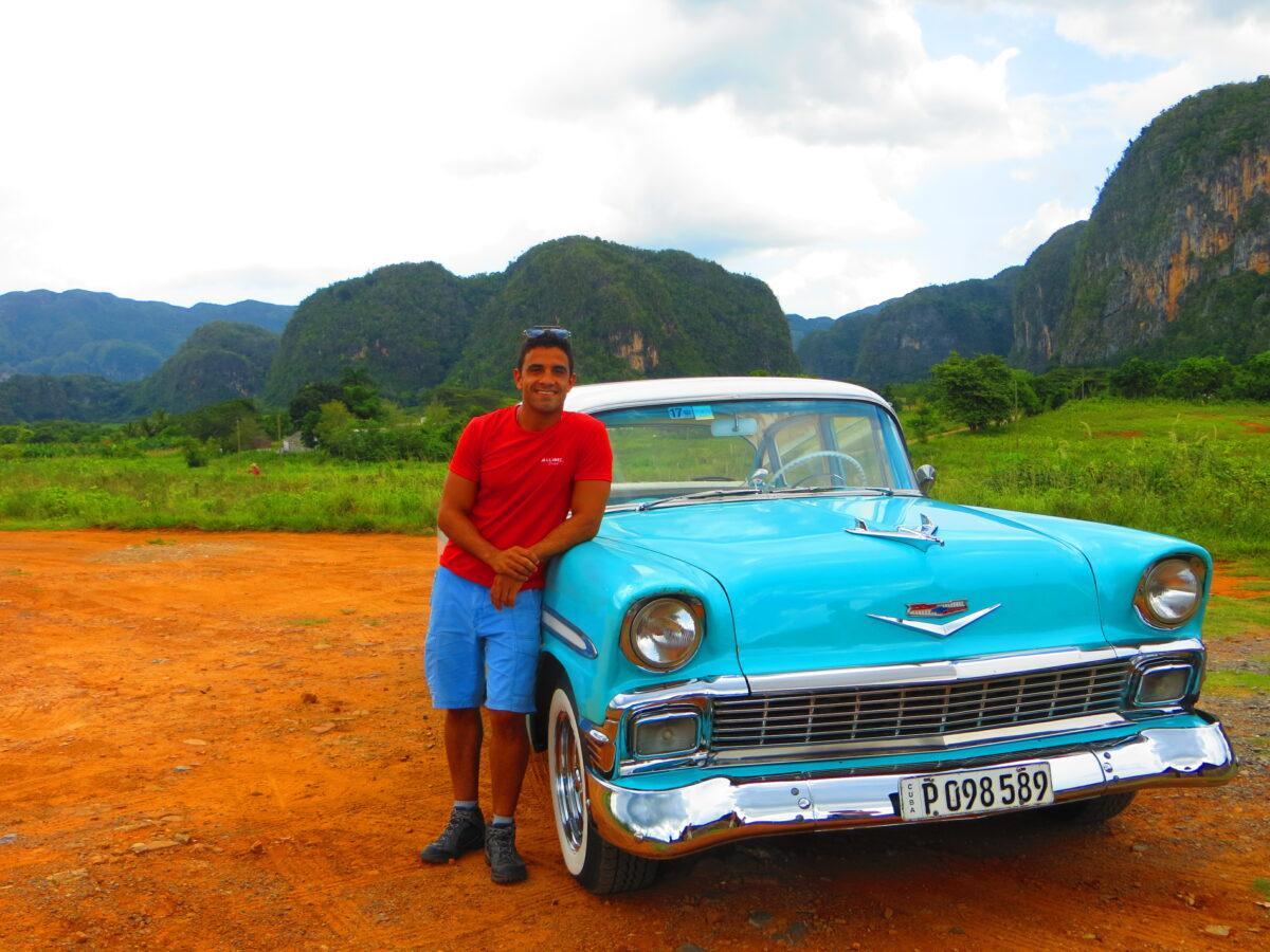 Roberto et sa voiture bleue
