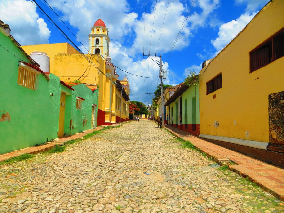 rue de Cuba colorée avec Roberto