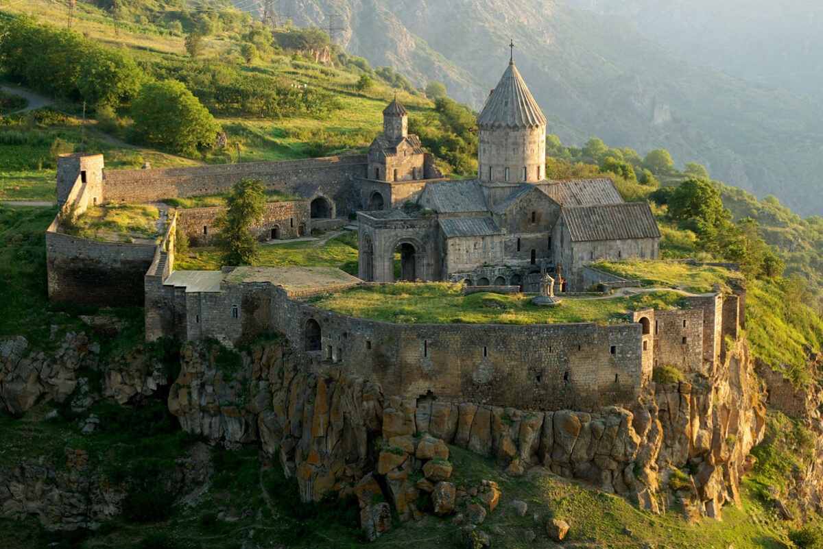 nature et monastère en Arménie