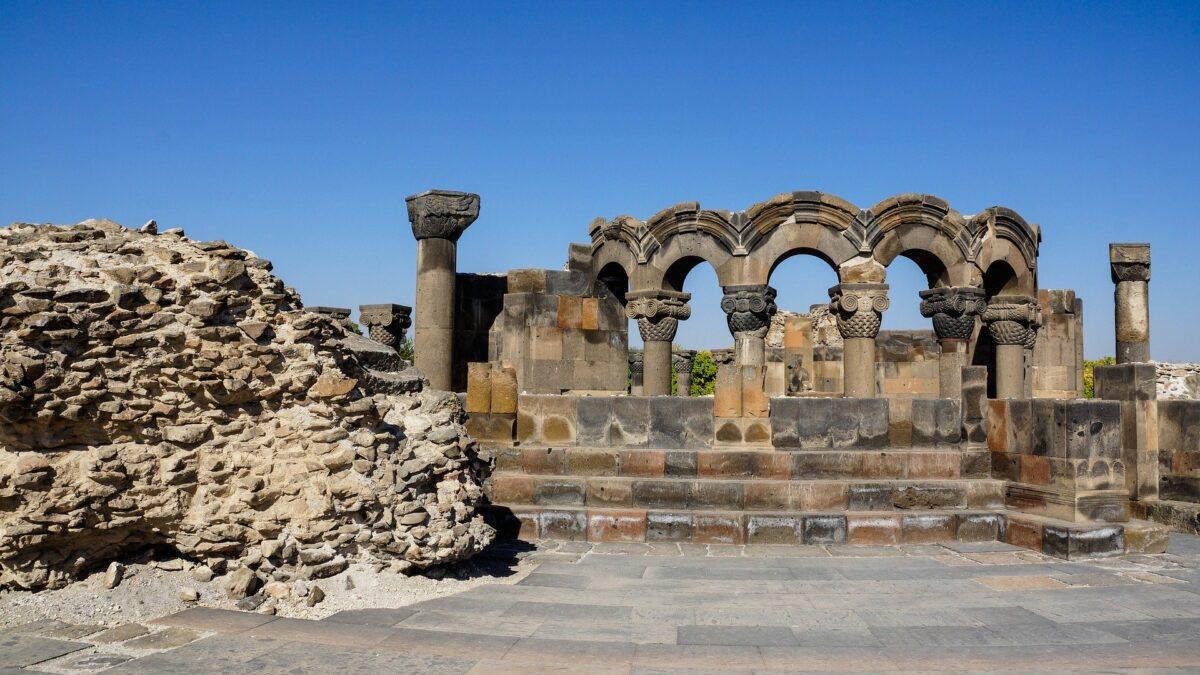 ruines ancien monastère en Arménie